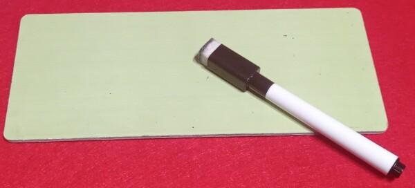 Lavagnetta e penna cancellabile: il kit del giocatore