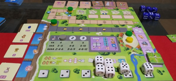 Il Tabellone Comune in modalità 2 giocatori. La Vetrina delle Tessere Espansione e le Tessere Spedizione sono a lato