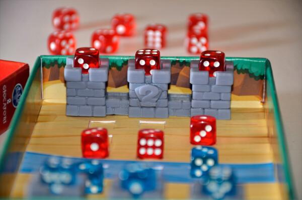 """Carino il castello, da """"bombardare"""" con le pedine che assestano Punti Vittoria, eliminata la pedina di guarnigione"""