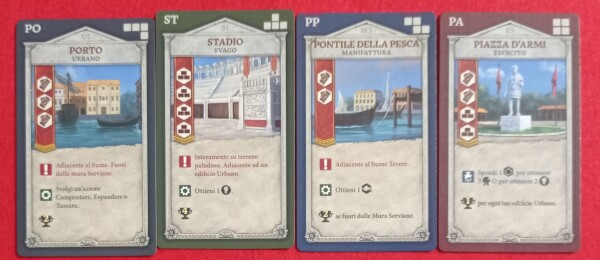 Alcune Carte Progetto, di diverso tipo. Alcuni effetti si ottengono subito, altre quando qualcuno li attiva costruendo a fianco.