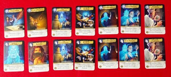 Ogni investigatore ha un set di carte che li permettono di scegliere con che metodo metetrsi in contatto col Fantasma. Nessun detective ha accesso a tutte le possibilità