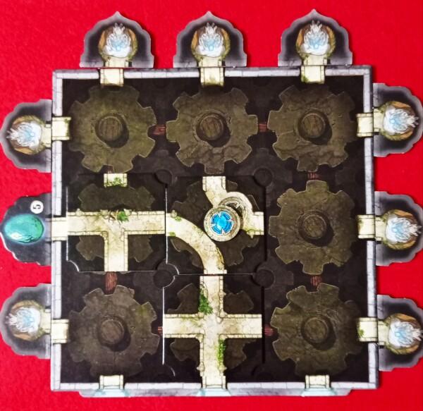 La linea blu rappresenta l'ingresso al tempio. In questo caso si è creato un percorso fino a una Reliquia. Notate anche gli amuleti che se connessi alla rete permettono di essere raccolti
