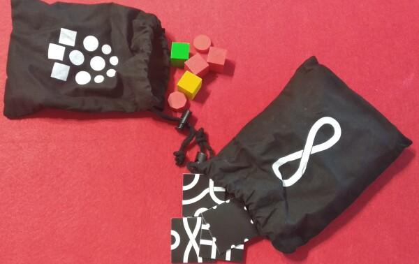 I sacchetti in tela per ordinare il materiale. Pensavamo servissero per sorteggiare qualcosa, invece sono solo per il riordino