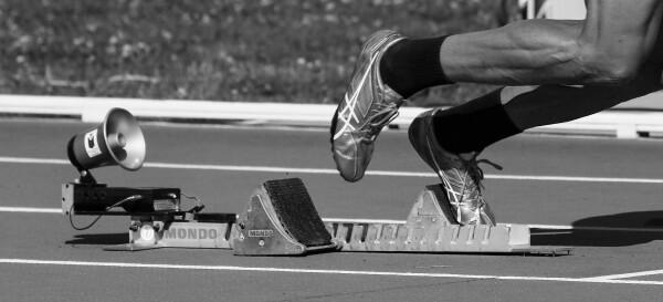 I 100 metri sono una delle gare di atletica leggera più seguite, con vere e proprie leggende