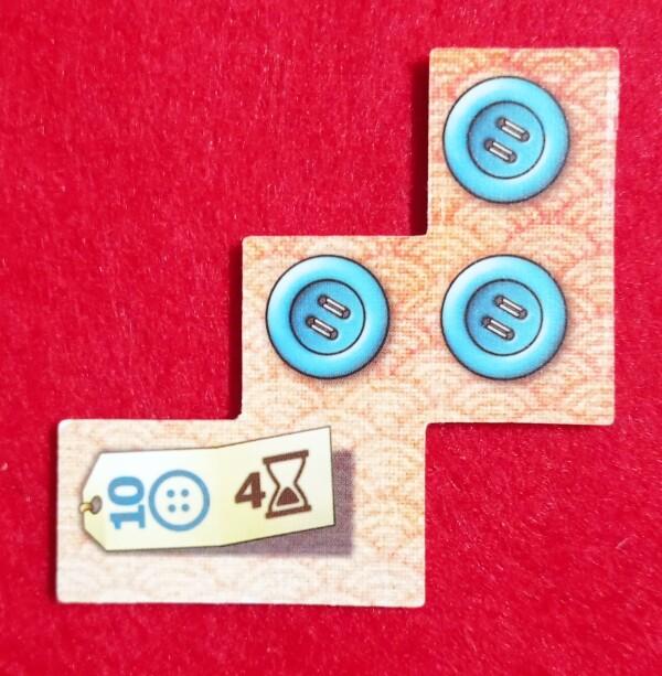 Per capire: questa Pezza costa 10 bottoni (tanto!) e 4 avanzamenti nel tempo. Quando si passa a riscuotere i bottoni ne produce tre.