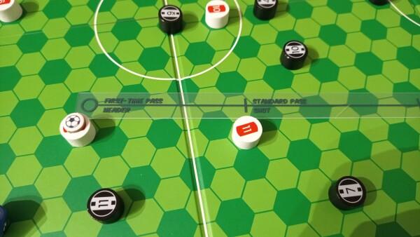 Il righello misura la distanza fra la palla e il punto dove deve essere inviata
