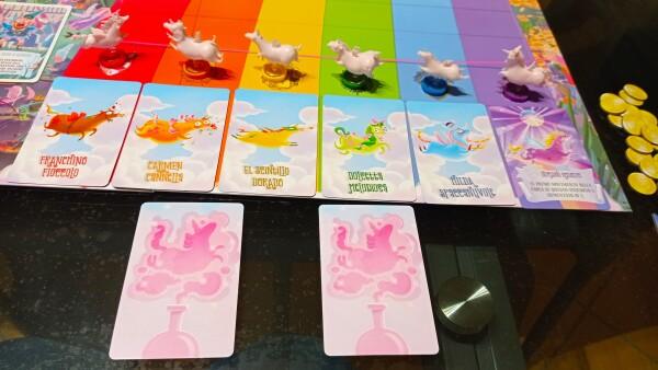Tutti ai psoti di partenza (notate i buffi nomi degli unicorni). Alcune Magie sono già state giocate. Che effetti avranno?