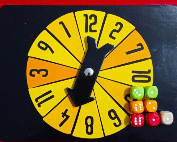 Per ottenere un quattro ci sono diverse possibilità, che possono comprendere l'uso del dado Jolly