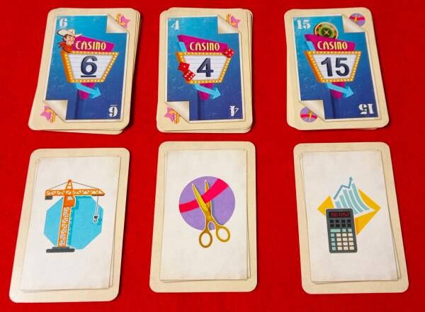 Ogni turno sono proposte 3 coppie di carte. bisogna sceglierne una, col numero e l'Azione opzionale abbinata